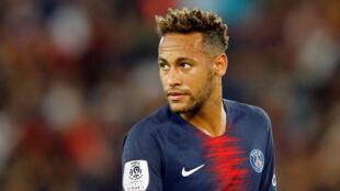 Neymar jogou na posição de centro-avante na volta do PSG ao Parque dos Príncipes, em Paris. 12/08/18
