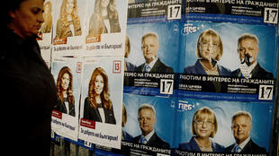 Carteles de campaña para las presidenciales en Bulgaria