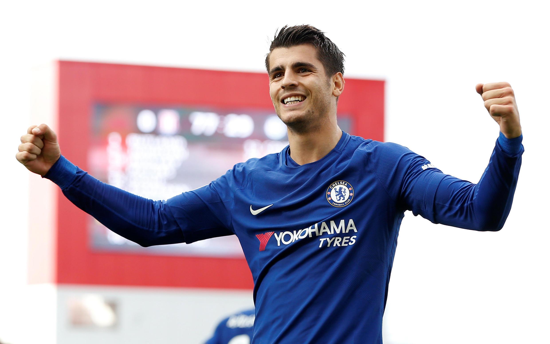 Dan wasan gaba na kungiyar Chelsea Alvaro Morata yayin da yake murnar zura kwallo a ragar kungiyar Stoke City.