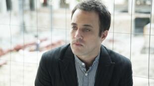 Gabriel Sivak en la sede de Radio Francia Internacional