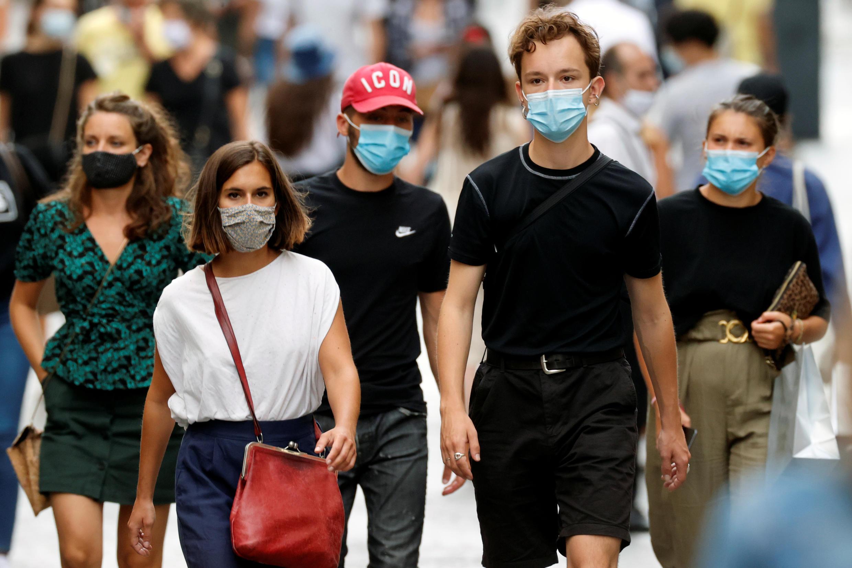 A máscara será obrigatória em todas as ruas de Paris a partir desta sexta-feira (28)