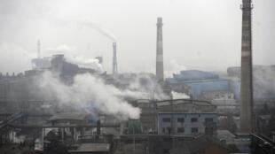 Khói bụi từ một nhà máy than đá Trung Quốc- An Huy
