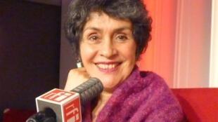 Carmen Hernández en los estudios de RFI