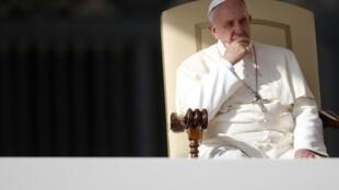Papa Francisco durante audiência na Praça São Pedro, no Vaticano, nesta quinta-feira, 31 de outubro de 2013.