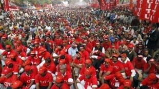 Manifestation dans les rues de New Delhi contre la hausse des prix alimentaires, le 23 février 2011.