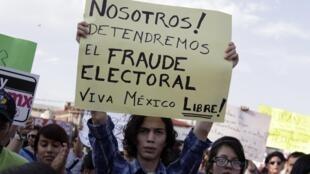 Manifestación estudiantil en Monterrey, este 23 de mayo de 2012.