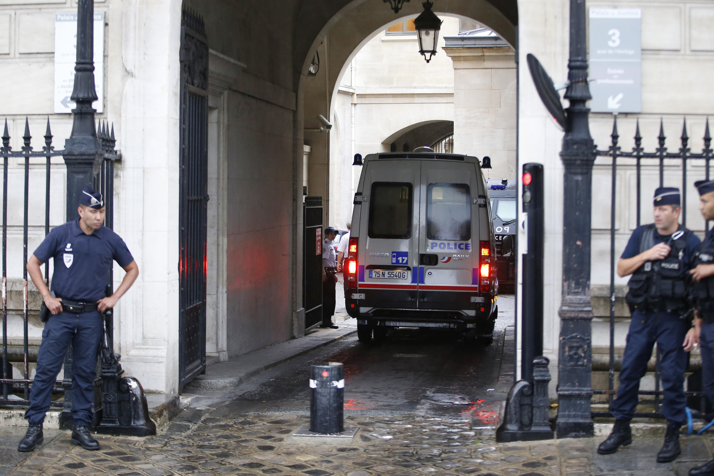 Въезд в здание уголовной полиции Парижа - 36, quai des Orfèvres