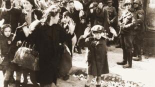 L'insurrection du ghetto de Varsovie. Photo extraite du rapport de mai 1943 de Jürgen Stroop à Heinrich Himmler.