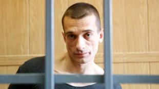 Петр Павленский на заседании суда в России по делу о поджоге двери ФСБ
