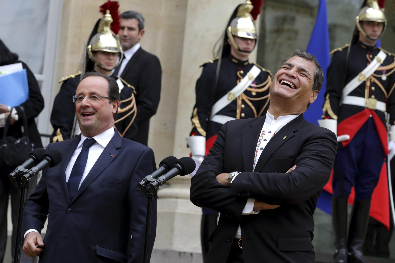 Le président François Hollande et son homologue équatorien Rafael Correa, au palais de l'Elysée le 7 novembre 2013.