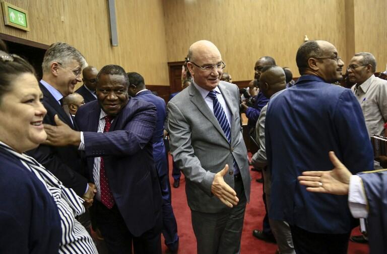 Négociations de paix pour la Centrafrique à Khartoum: Jean-Pierre Lacroix (g.) chargé des opérations de la paix des Nations unies et Smaïl Chergui (c.), commissaire pour la Paix et la sécurité de l'Union africaine.