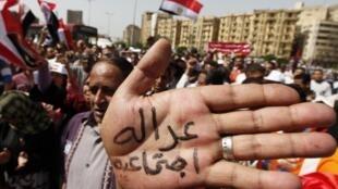 Manifestação no Cairo, capital do Egito, no dia primeiro de maio.