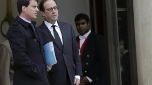 François Hollande (D) recevra à l'Elysée des représentants d'une quarantaine de pays avant de se diriger vers la marche républicaine.