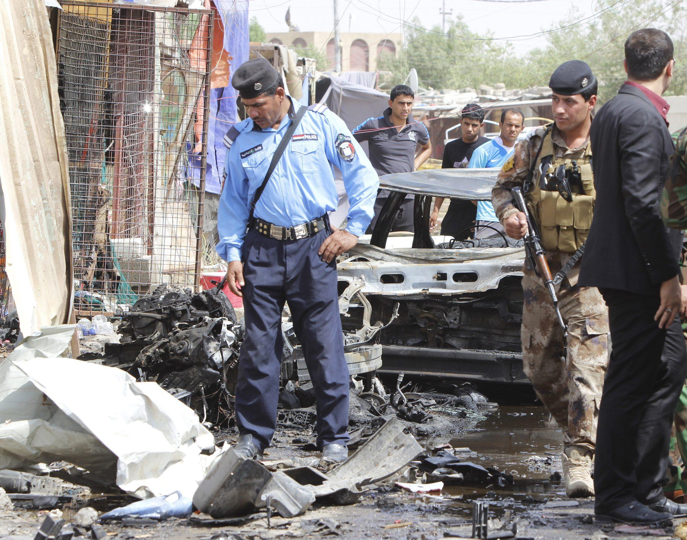 Basra (Irak), le 11 juin 2014, sur les lieux d'un attentat.