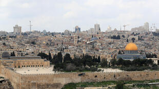 Jerusalem's Al-Aqsa mosque compound, Islam's third holiest site, is to close for three weeks from Friday  in only the second such move by religious authorities since 1967