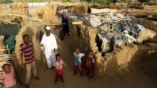 Wasu mazauna yankin Darfur dake gudun hijira a sansanin Kalma.