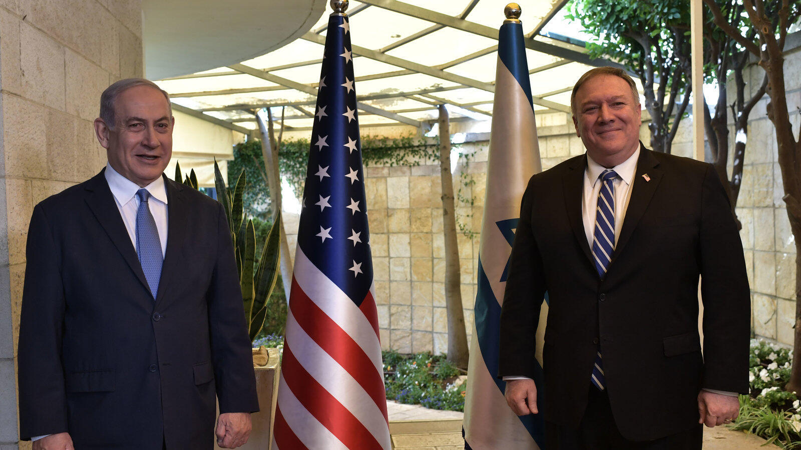 مایک پمپئو وزیر امور خارجۀ آمریکا و بنیامین نتانیاهو نخست وزیر اسرائیل در بیت المقدس.