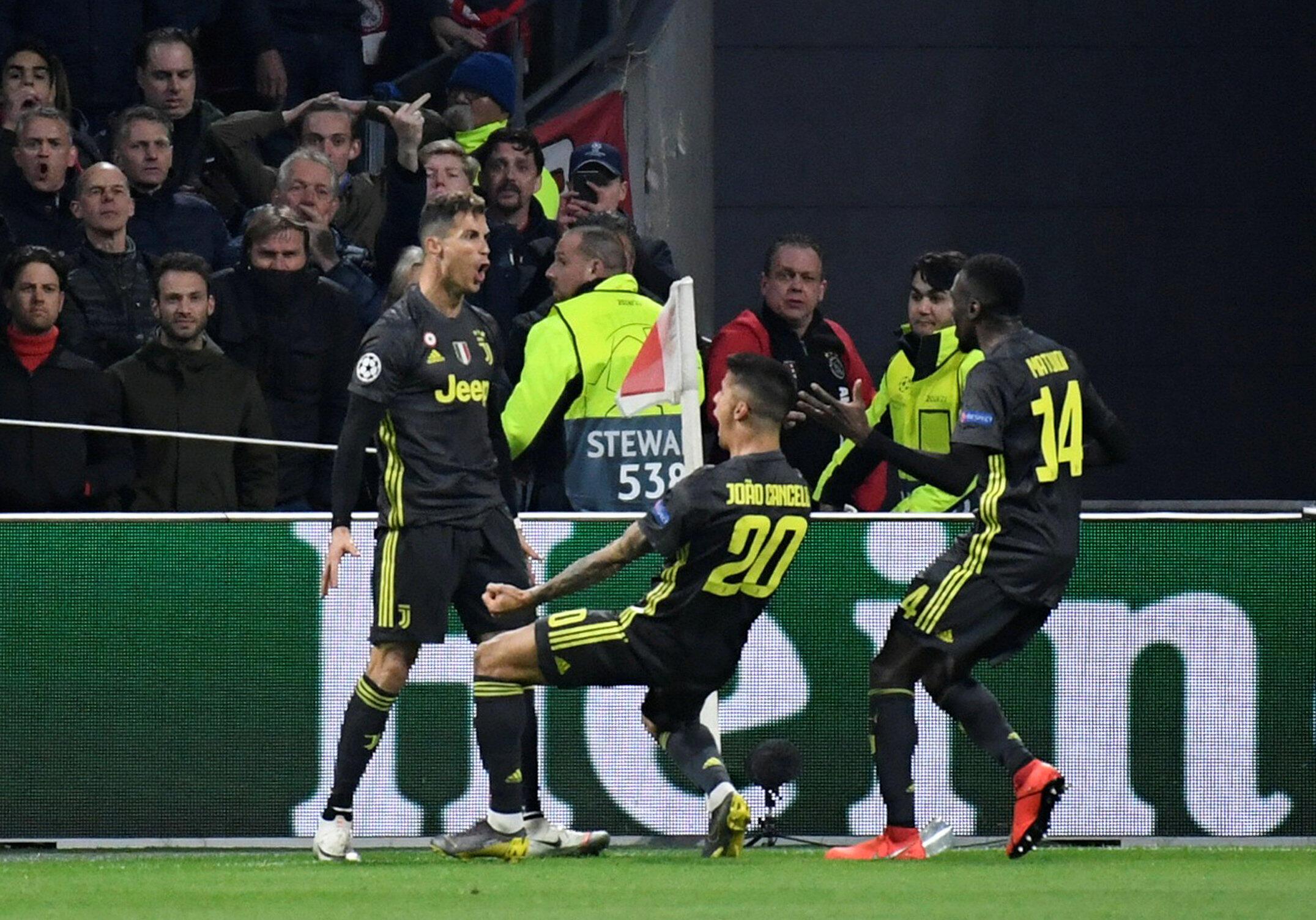 'Yan wasan Juventus bayan nasarar Ronaldo ta zura kwallo 1 a ragar Ajaz cikin minti na 41 da fara wasa