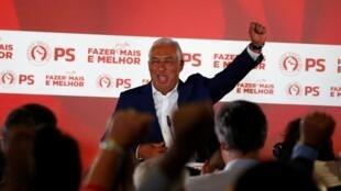 António Costa, primeiro-ministro português do Partido Socialista (PS), comemora vitória após os resultados preliminares das eleições gerais de Lisboa, Portugal, 7 de Outubro de 2019.