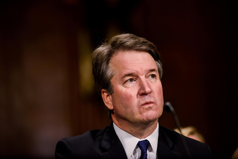 """Thẩm phán Brett Kavanaugh được báo cáo của FBI """"minh oan""""."""