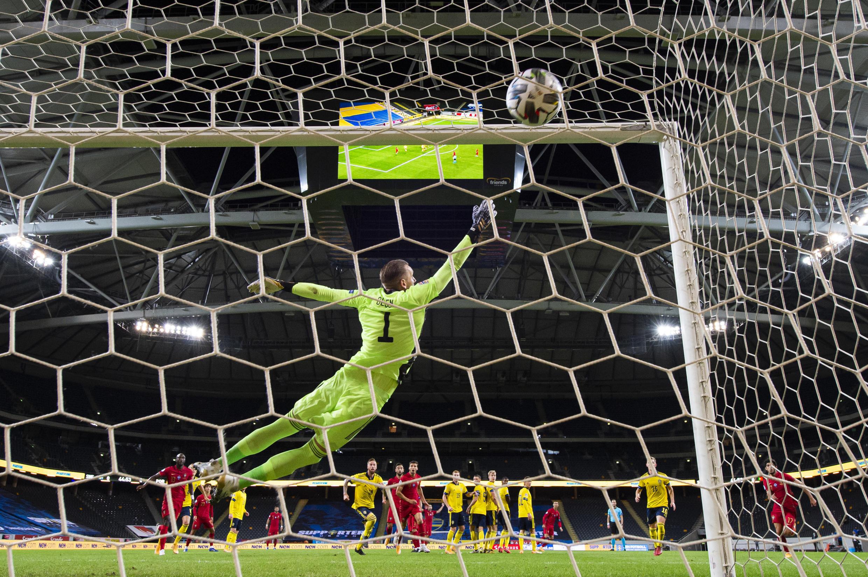 Cristiano Ronaldo apontou o seu 100° golo com a camisola da Selecção Portuguesa frente à Suécia.
