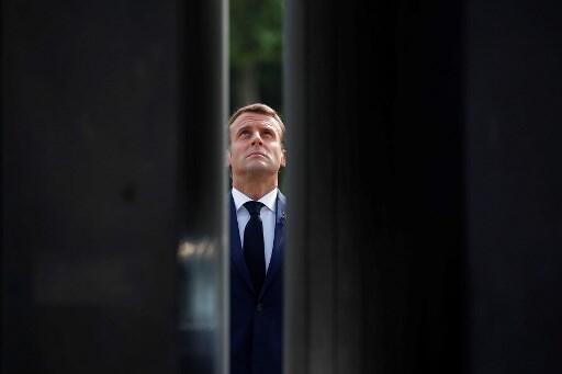 Le président Emmanuel Macron, ici au pied de la statue du général de Gaulle sur les Champs-Elysées, le 8 mai 2020.