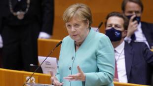 Angela Merkel habla ante el Parlamento Europeo el 8 de julio de 2020 en Bruselas, durante la presentación del programa alemán para la presidencia de la UE