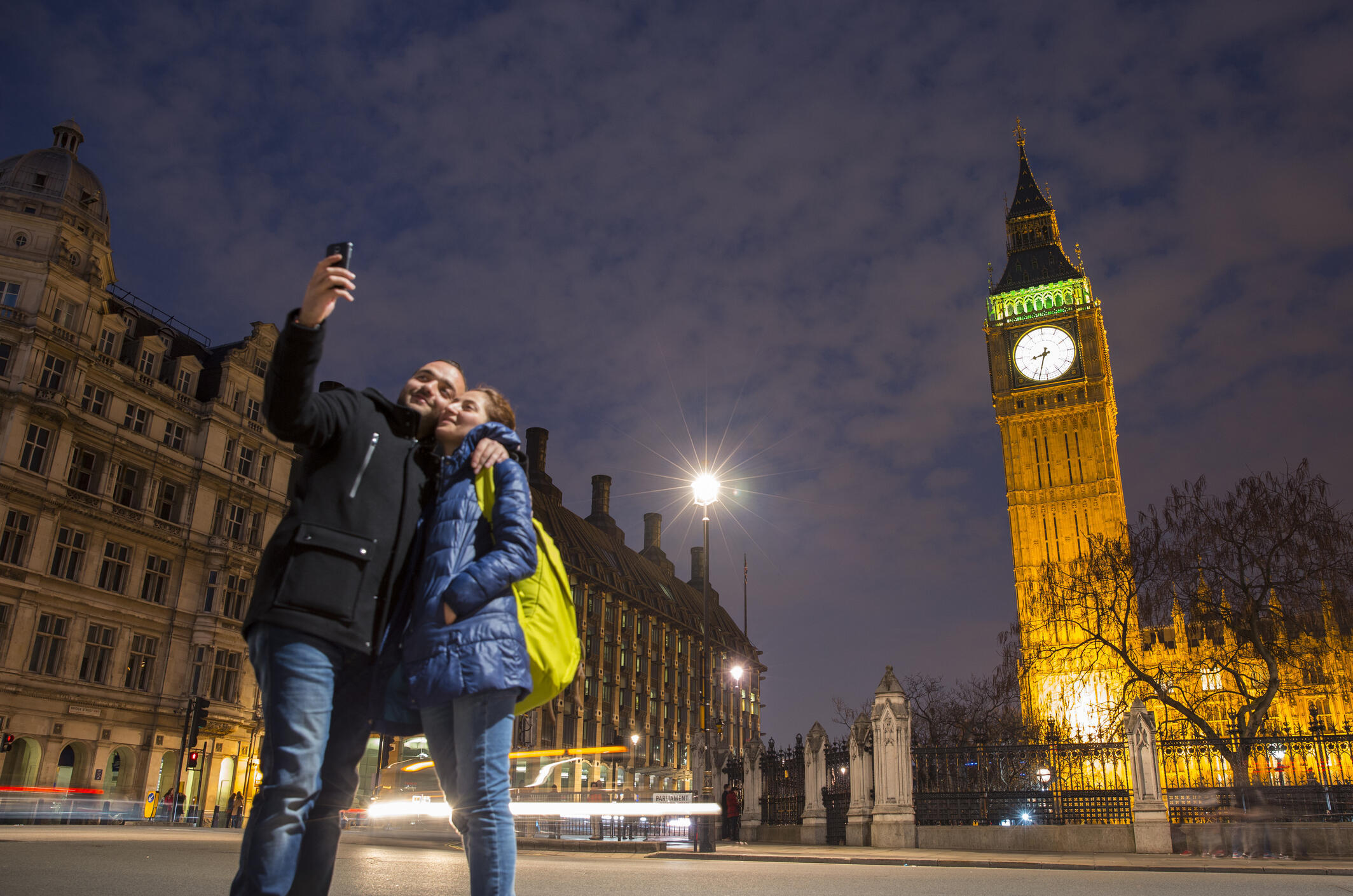 Кампания «Hug a Brit» в Twitter и Facebook за сохранение Великобритании в ЕС