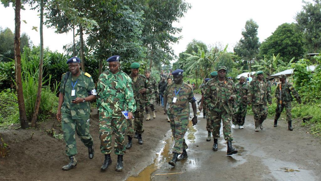 Jenerali Joseph Nzabamwita akiwa na wanajeshi wake katika jimbo la Busura, Novemba 4 mwaka 2012.