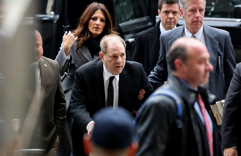 Harvey Weinstein arrive au tribunal de New York pour le premier jour de son procès, le 6 janvier 2020.