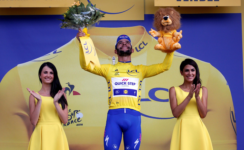 O colombiano Fernando Gaviria conquistou o primeiro maillot jaune, camiseta amarela dada ao vencedor de cada etapa da Volta da França