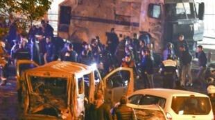 پلیس ترکیه در محل  سوءقصد تروریستی که در مرکز استانبول شنبه شب ۲۰ آذر/ ١٠ سپتامبر بوقوع پیوست.