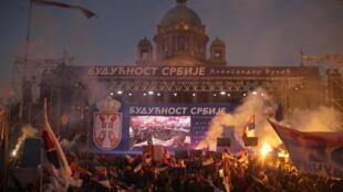 Des manifestants pro-Vucic se sont rassemblés à Belgrade en soutien au pouvoir, le 19 avril 2019.