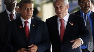 Le président péruvien Ollanta Humala (à gauche) et son homologue chilien Sebastian Piñera lors du Sommet des Etats d'Amérique latine et des Caraïbes (Celac), le 30 janvier 2013 à Cuba.