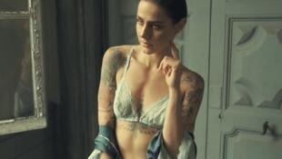 """Maison Louve é uma das novas marcas francesas adeptas ao movimento """"body positive""""."""
