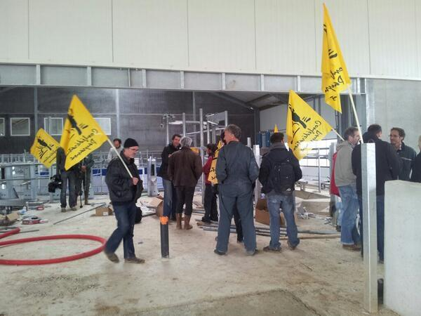 Protesters at the Mille Vaches farm