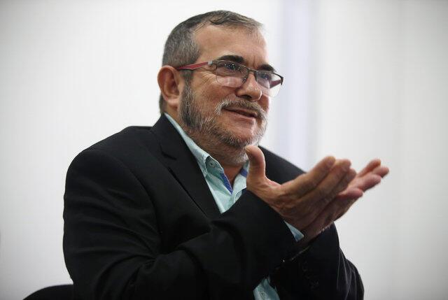 """Ex-líder das FARC, Rodrigo Londoño, o """"Timochenko"""", em coletiva de imprensa em Bogotá (25/11/16)."""