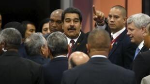 Tổng thống Obama đã tiếp xúc với đồng nhiệm Venezuela Nicolas Maduro bên lề thượng đỉnh Panama - REUTERS /Edgard Garrido