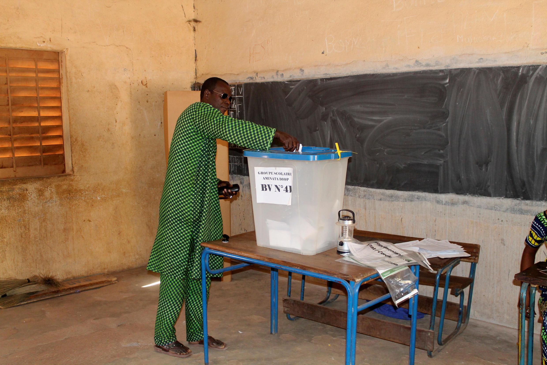 Un bureau de vote à Bamako, mais, dans certaines parties du territoire malien, les électeurs n'ont pas pu se rendre au scrutin des municipales. Photo datée du 20 novembre 2016.