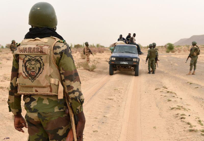 Exército do Mali luta contra grupos jihadistas que agem no norte e centro do país, apesar dos esforços de tropas francesas para combater os extremistas.