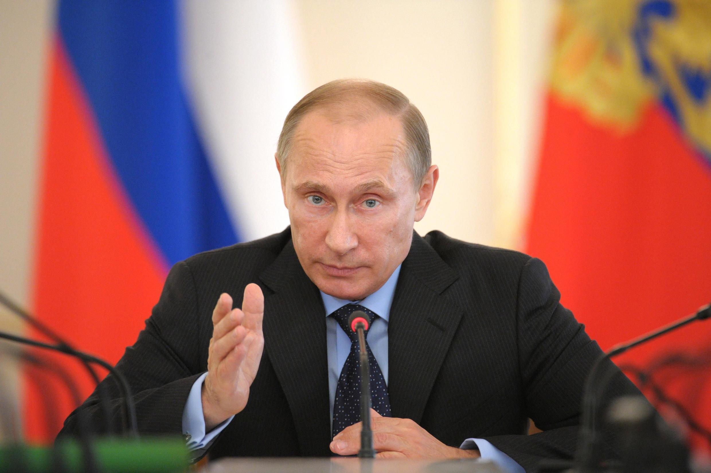 O presidente Vladimir Putin se prepara para enfrentar as consequências que as sanções ocidentais podem ter para a economia russa.