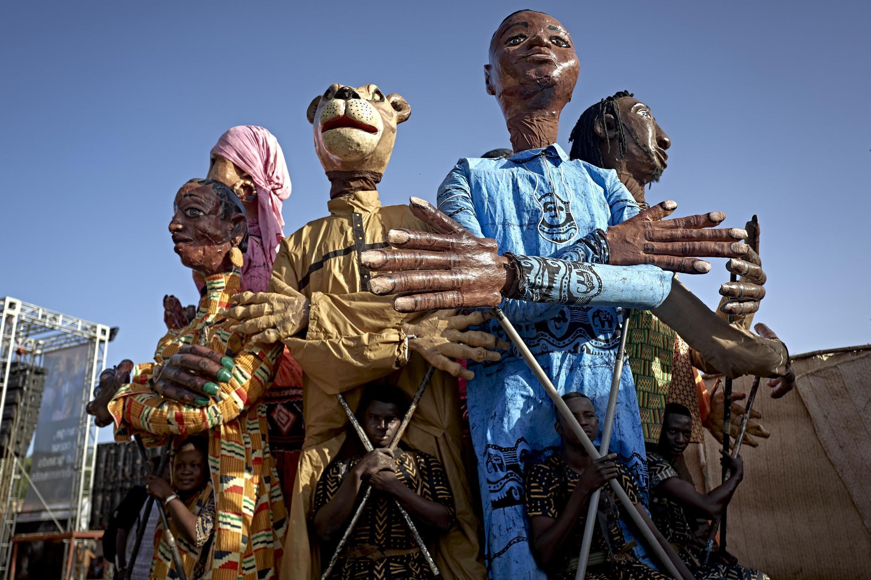 Les danseurs maliens ont effectué une performance lors du festival du Niger à Ségou.