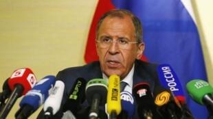 លោក Sergeï Lavrov បង្ហាញកិច្ចព្រមព្រៀងហ្សឺណែវ ស្តីពីវិបត្តិអ៊ុយក្រែន ទៅកាន់អ្នកសារព័ត៌មាន ថ្ងៃទី ១៧ មេសា ២០១៤
