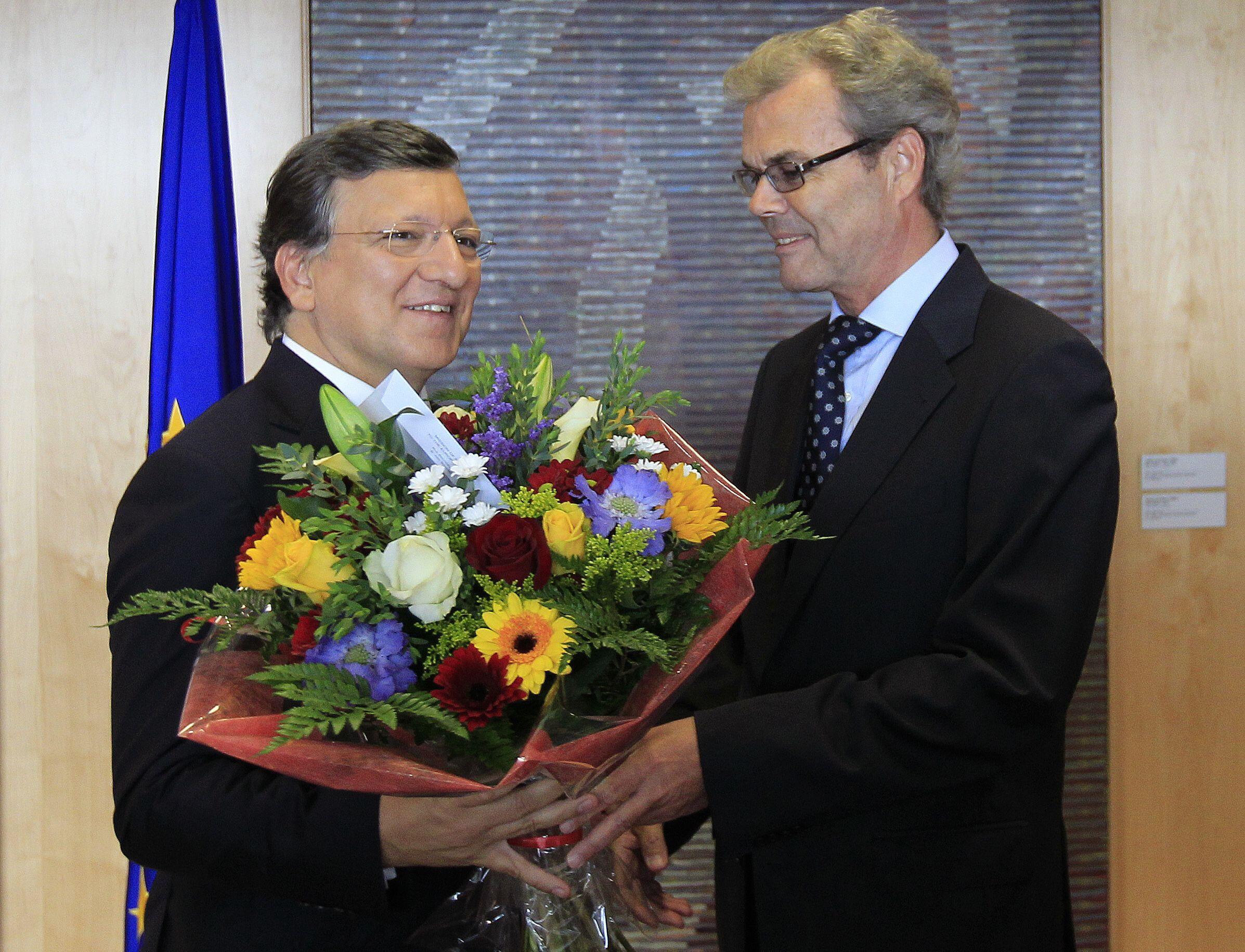 Жозе Мануэл Баррозу - президент Еврокомиссии принимает поздравления норвежского посла при Евросоюзе 12/10/2012