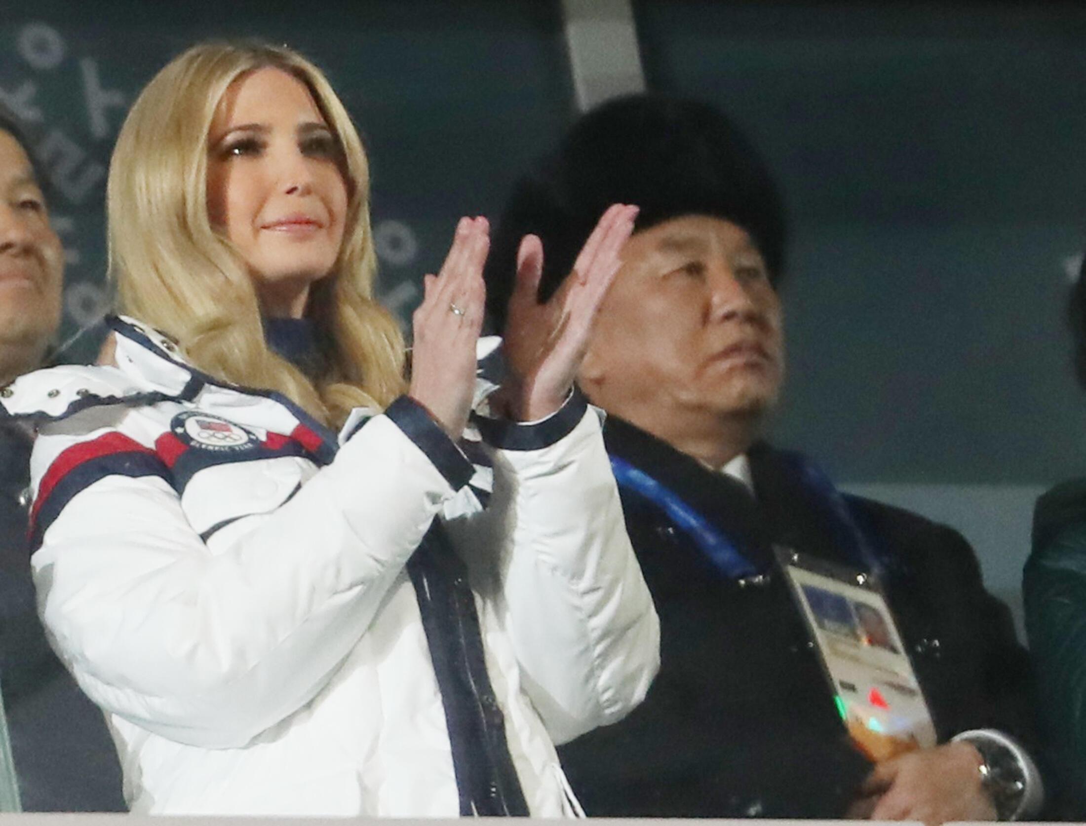 Иванка Трамп и северокорейский генерал Ким Йонг Чол на церемонии закрытия Олимпиады, 25 февраля 2018 года, Пхёнчхан.