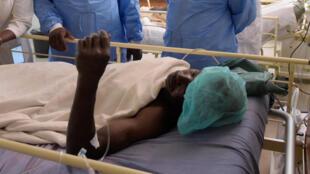 Des autorités sénégalaises rendent visitent à l'un des survivants de la tuerie en Casamance, le 7 janvier 2018 (photo d'illustration).