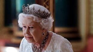 Dans son discours au Parlement, Elisabeth II va assurer une position de chef d'État.