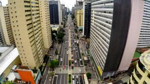Vista aérea Avenida Paulista, centro financeiro de São Paulo