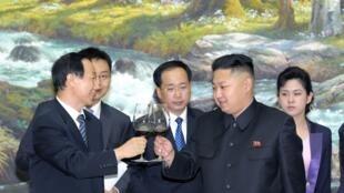 Le président nord-coréen et Wang Jiarui, le chef de la section internationale du Parti communiste chinois, à Pyongyang le 2 août 2012.