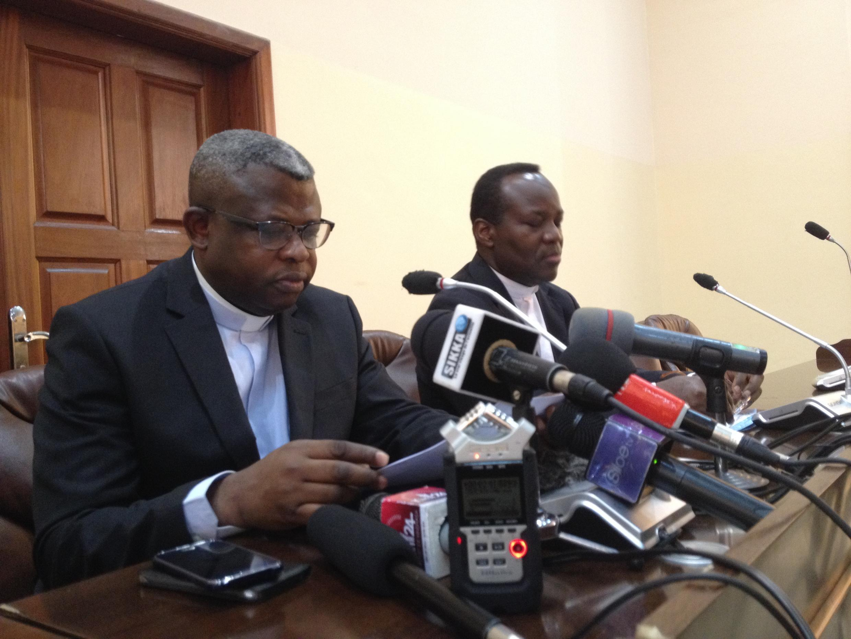 Padre Donatien Nshole, katibu mkuu wa baraza la maaskofu wa kanisa katoliki akitoa ujumbe wa maaskofu kwa serikali.